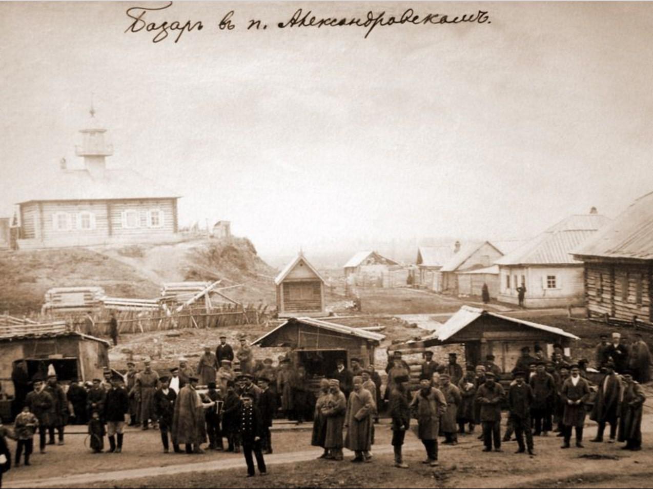 Базар и здание мечети