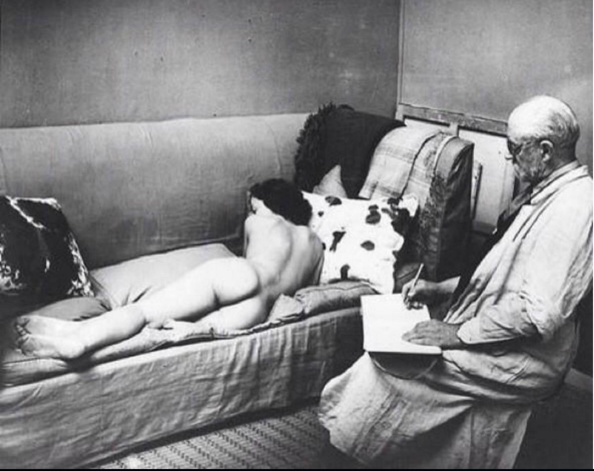 1937. Матисс в своей студии