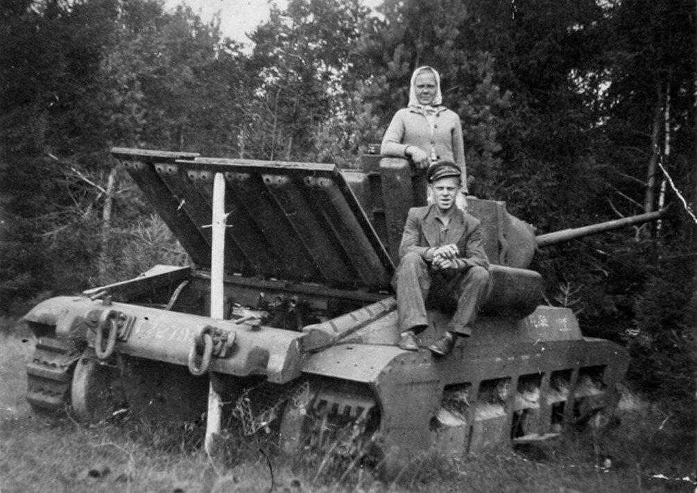 """Подбитый танк Mk.II """"Матильда"""". Эстония."""