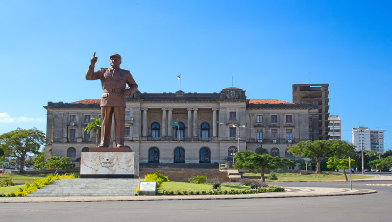 CITY-HALL-AND-STATUE.jpg