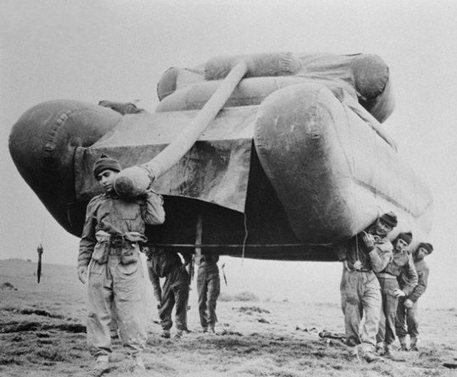 tank-gonflable-seconde-guerre-mondiale-07.jpg