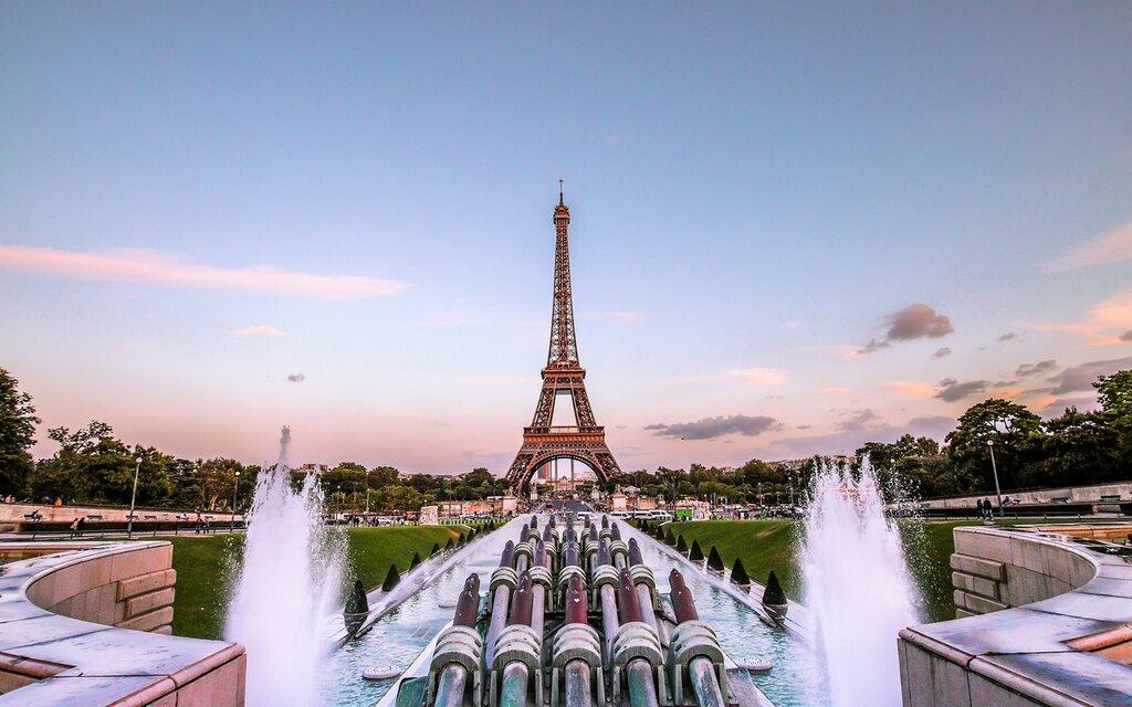 eiffel_tower_paris_gold_evening_france_fountain_97378_3840x2400.jpg
