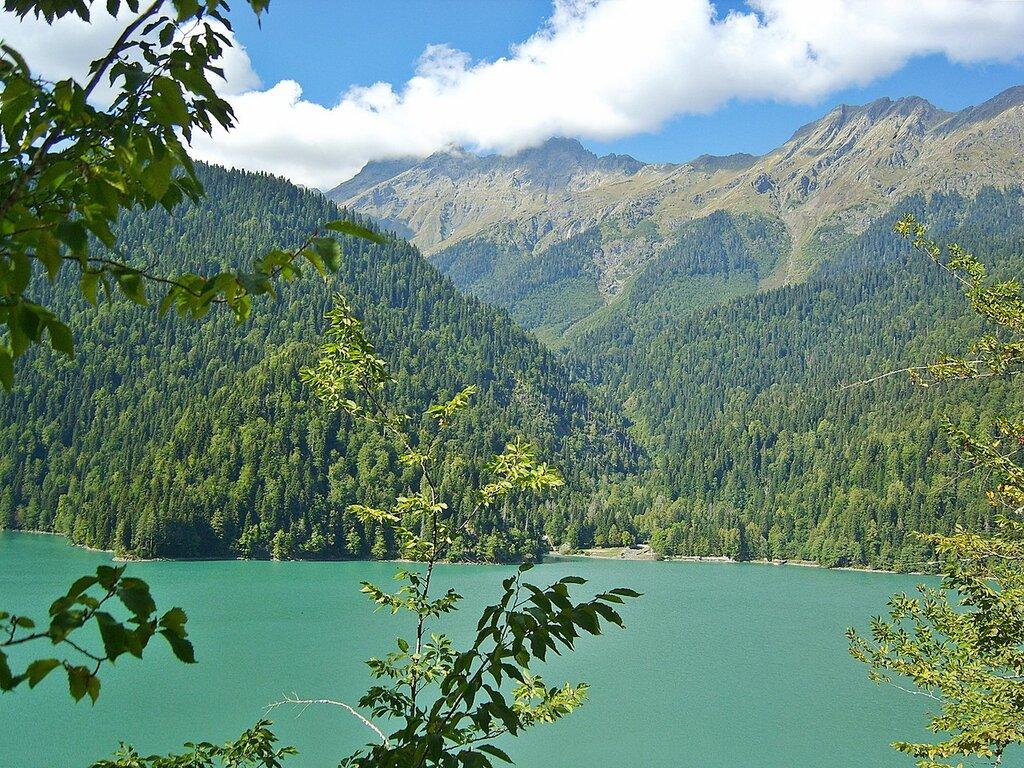 Озеро Рица в сентябре...