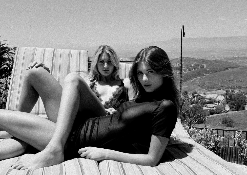 Александра Моррис и Шелби Бэй в откровенной фотосессии