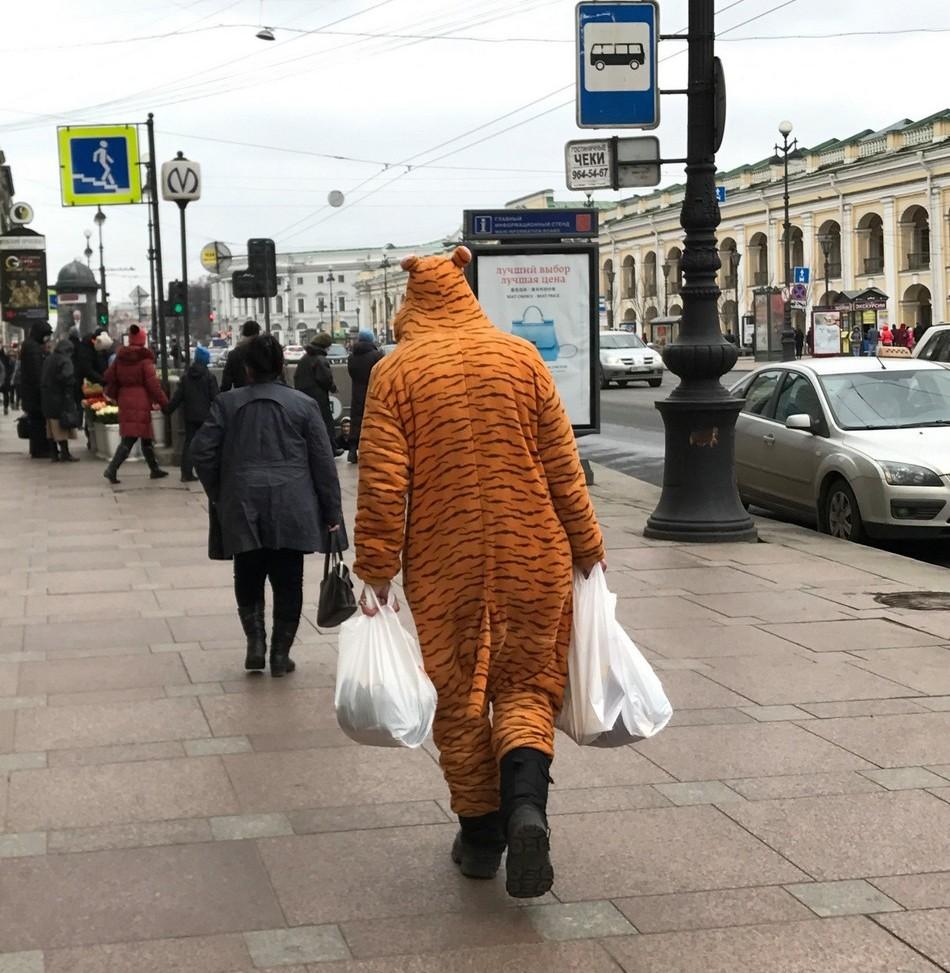 уникальную кружку люди на улицах питера картинки извечное стремление духа
