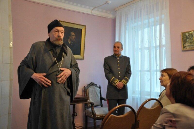 Сцена из спектакля Русское тайнобрачие