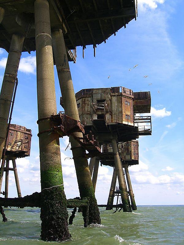 4. К таковым относятся и морские форты Монселла, остатки которых теперь медленно ржавеют.