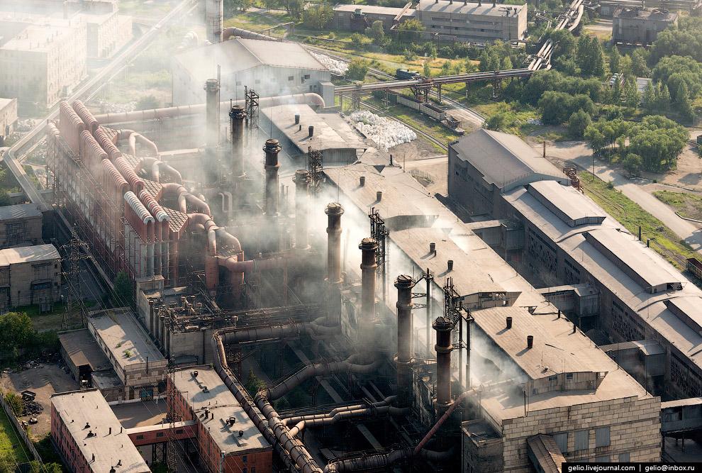 22. В настоящее время предприятие ежегодно производит до 750 тысяч тонн ферросплавной продукции