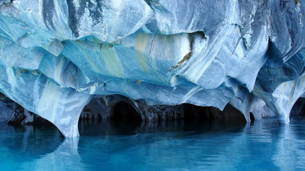 © depositphotos  Мраморные пещеры (Marble Caves) расположены наполуострове уозера Хенераль-К
