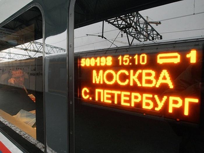 Москва и Санкт-Петербург настолько различны, что порой трудно поверить, что они находятся в одной и