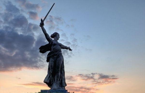 Ленинский план монументальной пропаганды объявлял скульптуру важнейшим агитационным средством. П