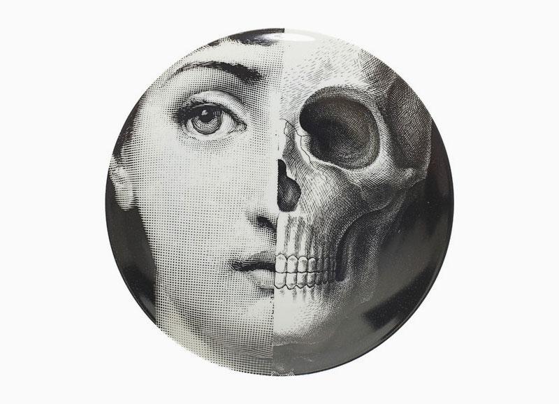 Тарелка Fornasetti с рисунком половины лица и черепа