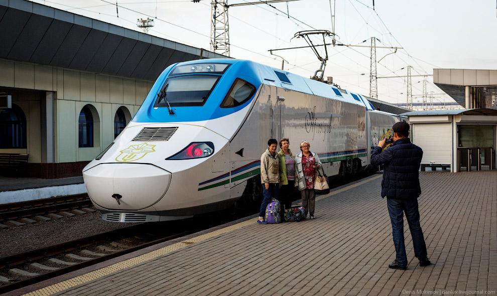 33. Максимальная скорость состава— 230 км/ч. 344 километра поезд проезжает ровно за