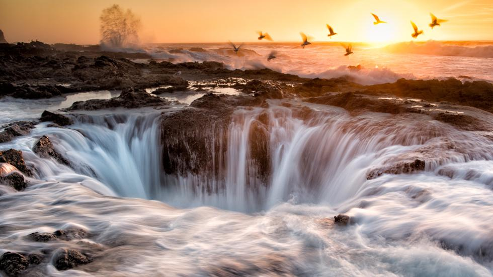 A Water Hole / Flickr/Bill Young / Florence, Oregon near Cape Perpetua, Thor's Well is a gaping sink