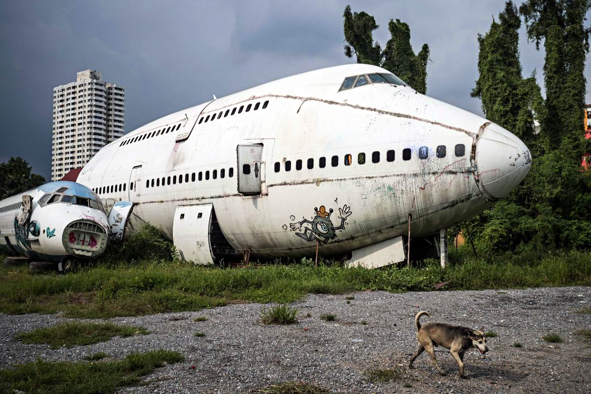 Мы лежим с тобой бок о бок: На самолетном кладбище в восточном Бангкоке
