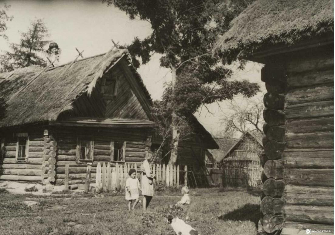 Мати. Дети на улице в водской деревне