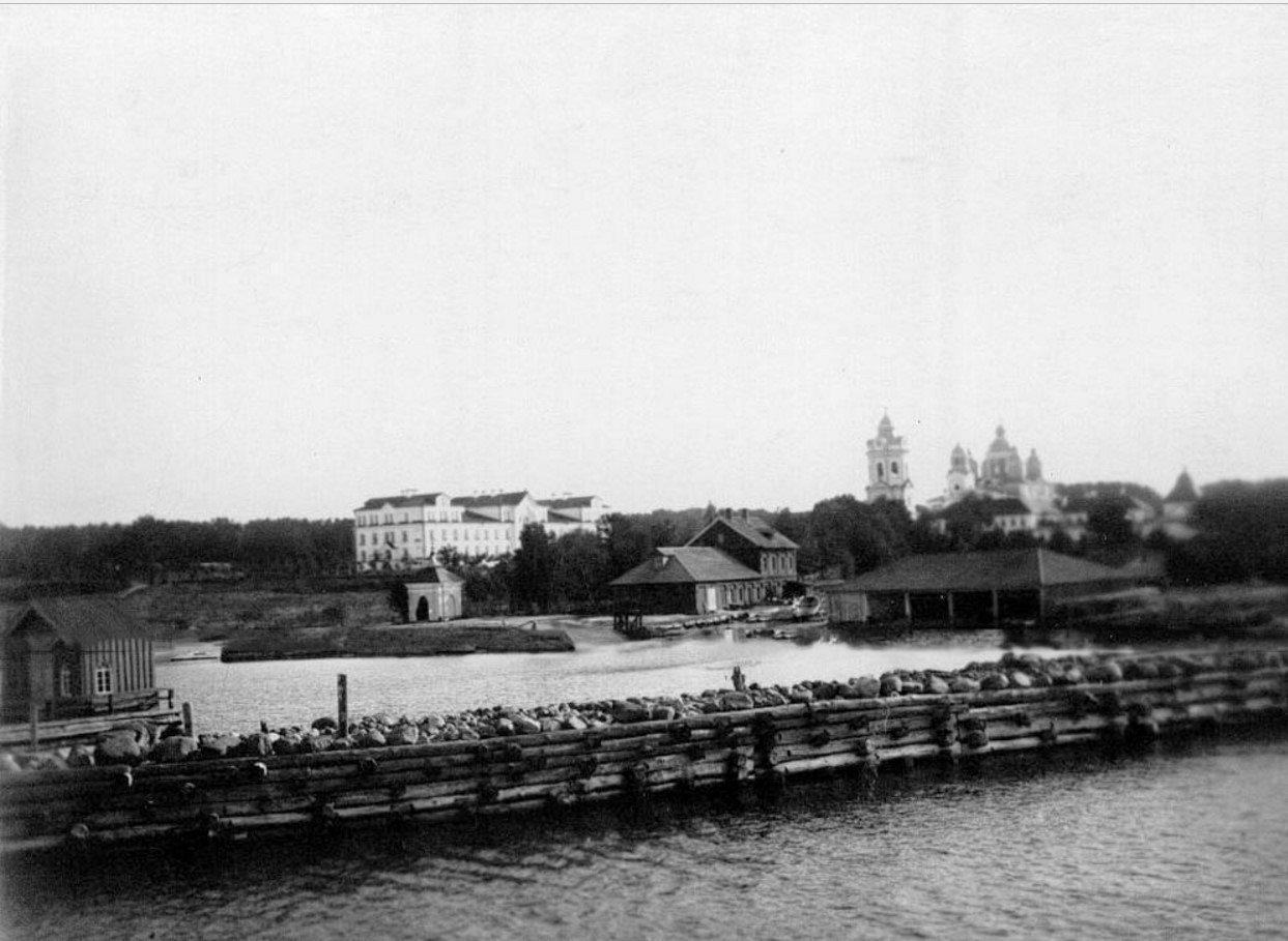02. Общий вид монастыря со стороны пристани