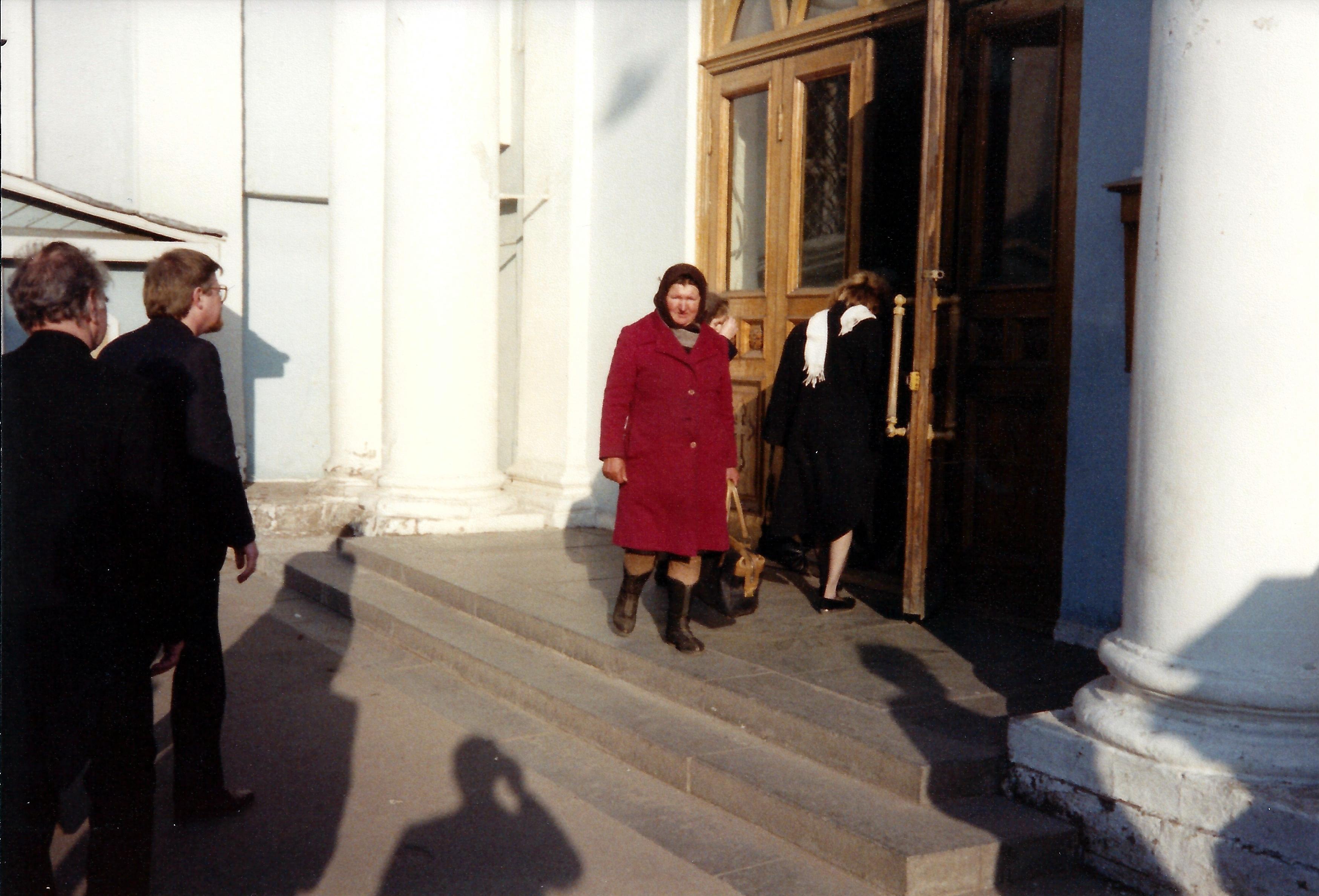 Вход в московскую церковь