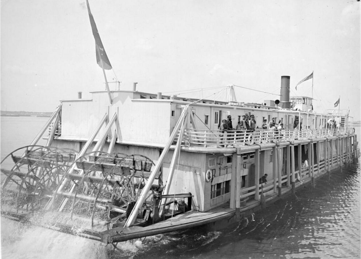 1908. Общий вид заднеколесного парохода. Астрахань