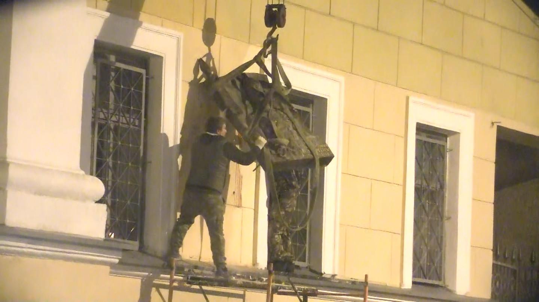 В Петербурге демонтировали доску Маннергейму (фото)