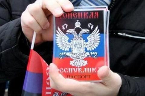 Чтобы граждане захваченных территорий могли оставлять украинские паспорта, боевики ввели «двойное гражданство»
