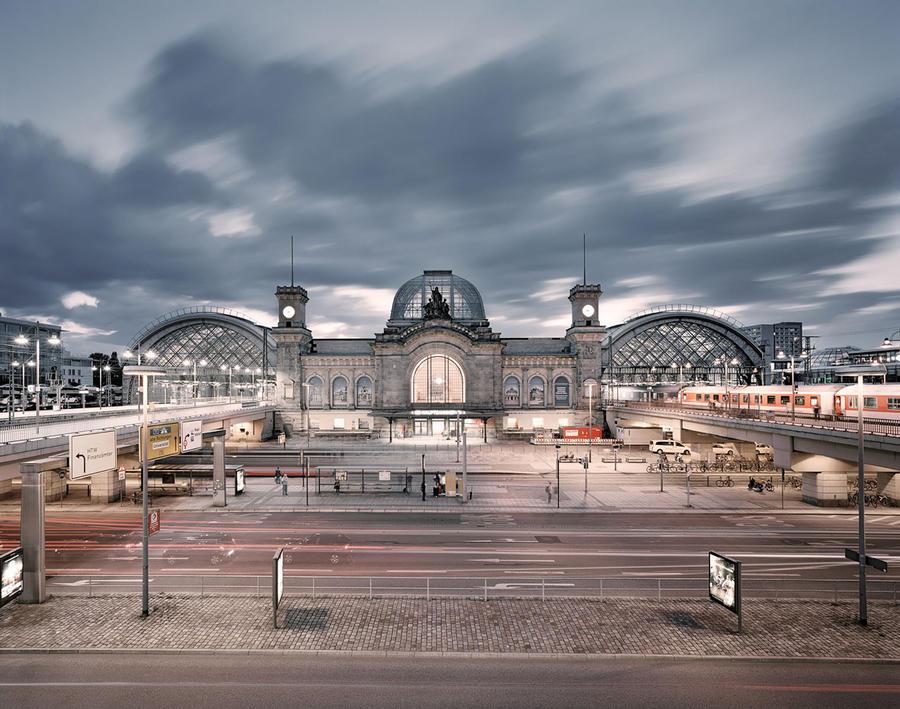 4. Вокзал Hauptbahnhot в Дрездене, Германия Железнодорожный вокзал дальнего и ближнего сообщения в ц