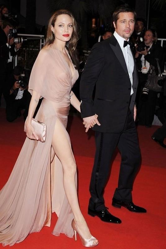 12. Анджели Джоли всегда поражала зрителей своими восхитительными нарядами. Особенно запомнился мног