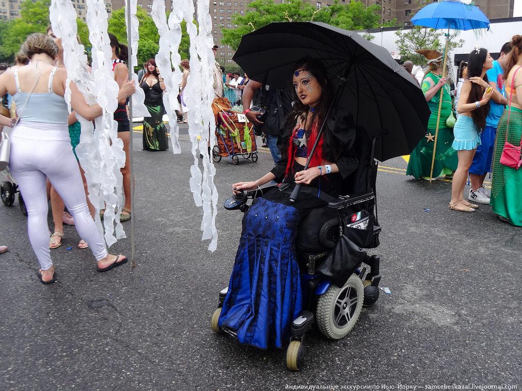 41. Было довольно много участниц в инвалидных креслах.