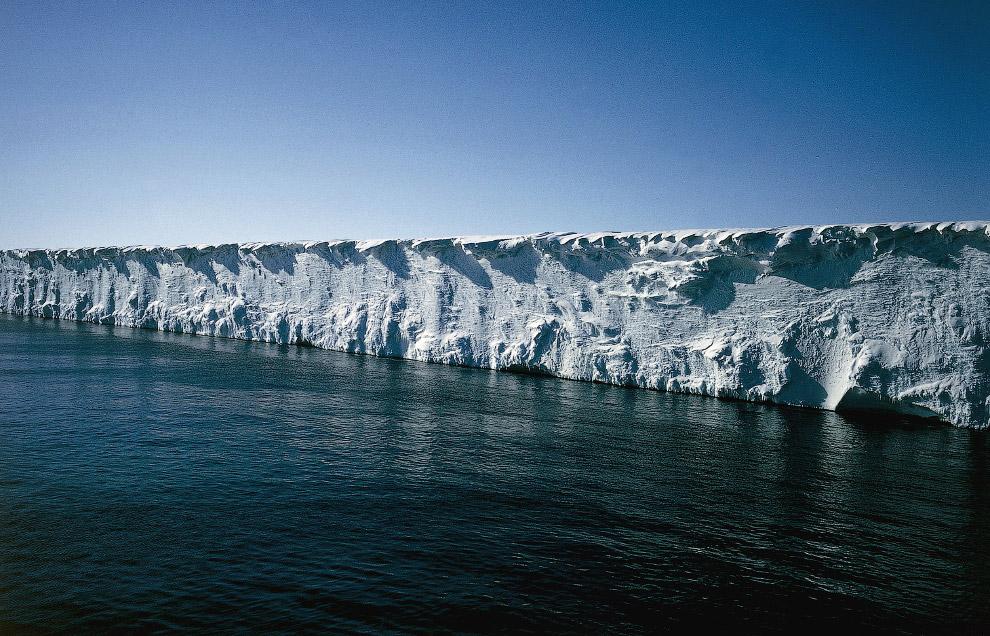 11. Айсберг в районе крупнейшего поселения и исследовательского центра в Антарктике. (Фото Alas