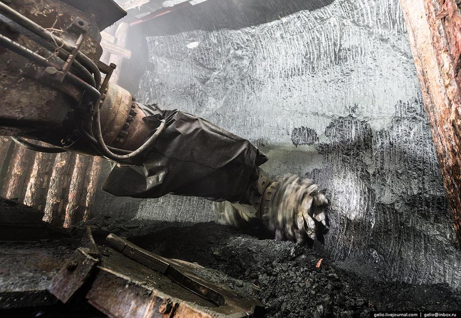 21. От этого места до дна карьера около 20 метров. Для предотвращения затопления подземного рудника