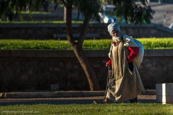 Одна из древних достопримечательностей – конюшни султана, которые строили много лет. В конце п