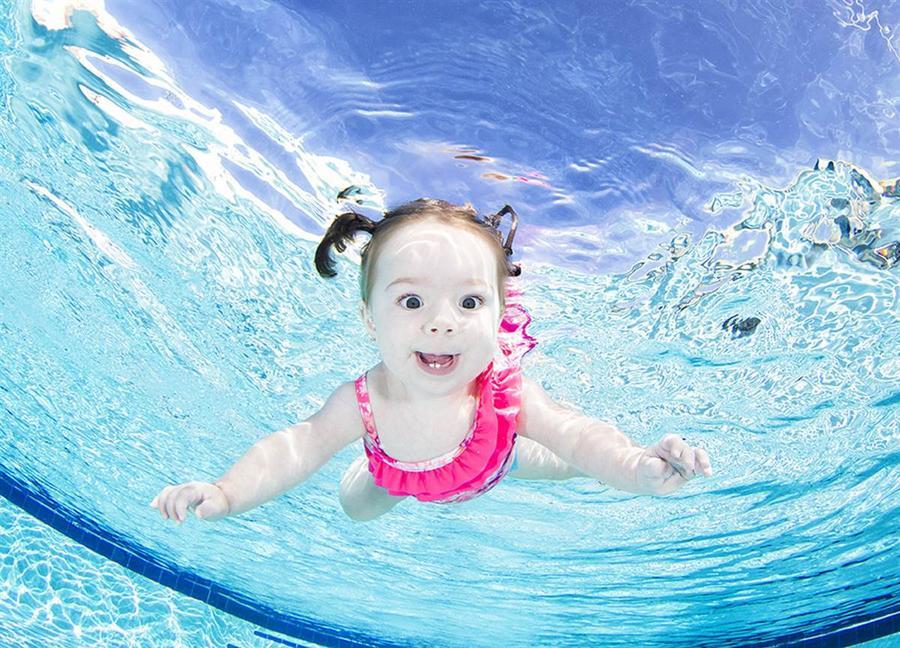 Невероятные и восхитительные снимки плавающих малышей