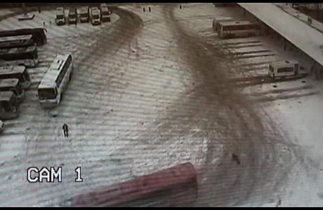 Рейсовый автобус насмерть сбил девушку наавтовокзале вЧелябинске