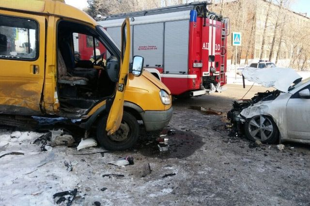ВАнгарске случилось столкновение маршрутки и Шкода Octavia