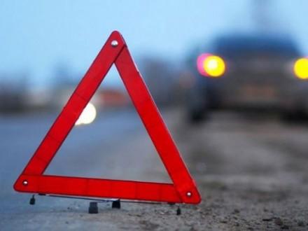 Автомобиль столкнулся савтобусом вДнепропетровской области, пострадали 10 человек