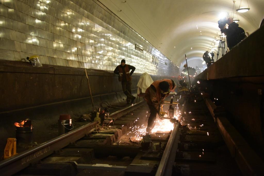 Вестибюли 7 станций метро закрыты доутра понедельника