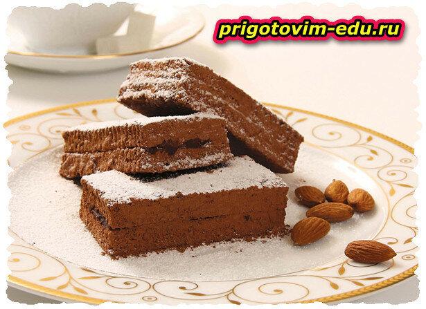 Шоколадный кекс с миндалем приготовленный в мультиварке