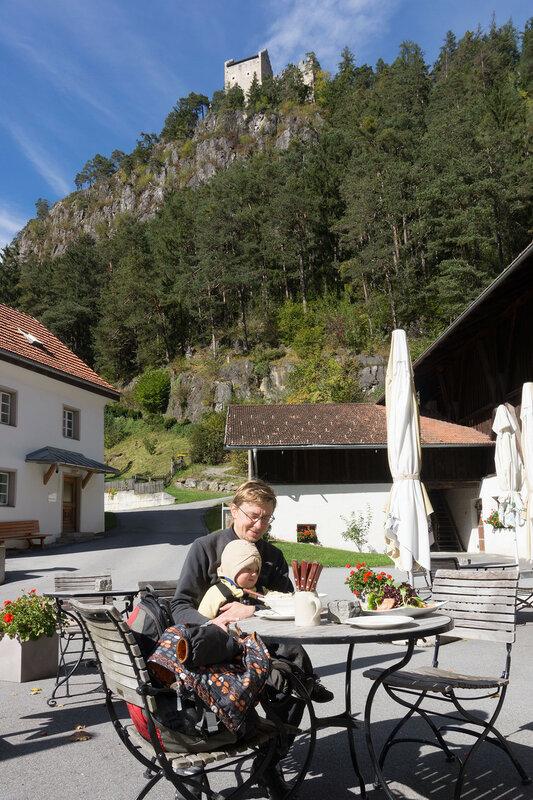 ресторан у замка Кронбург, Альпы, Австрия