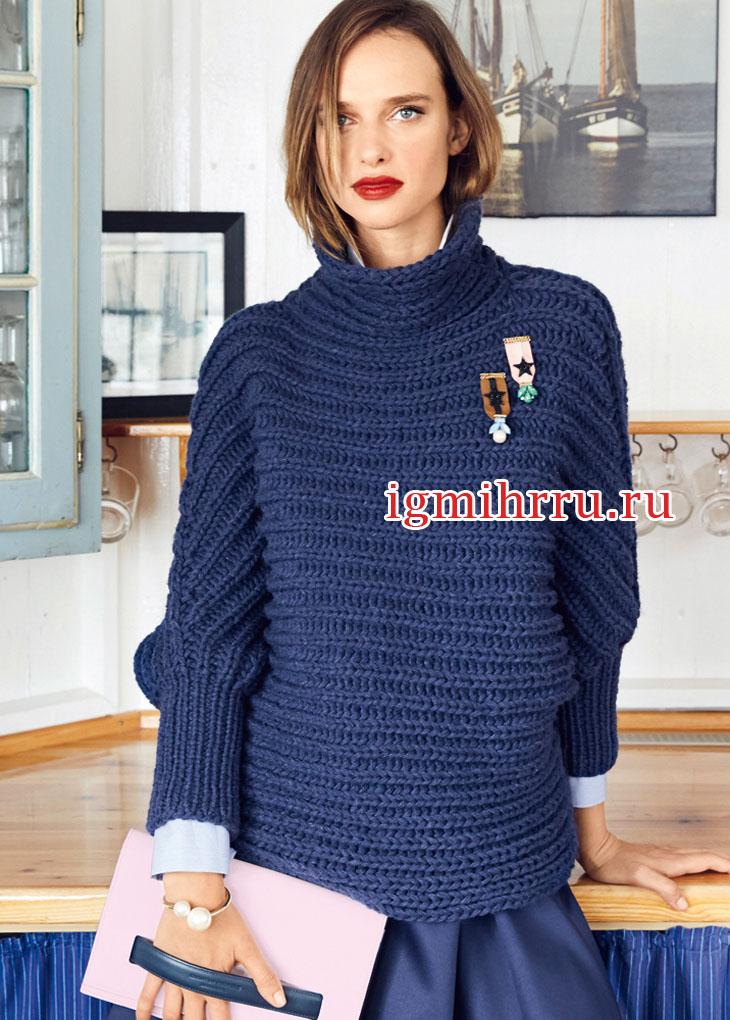 Синий свитер с патентным узором, связанный в поперечном направлении. Вязание спицами