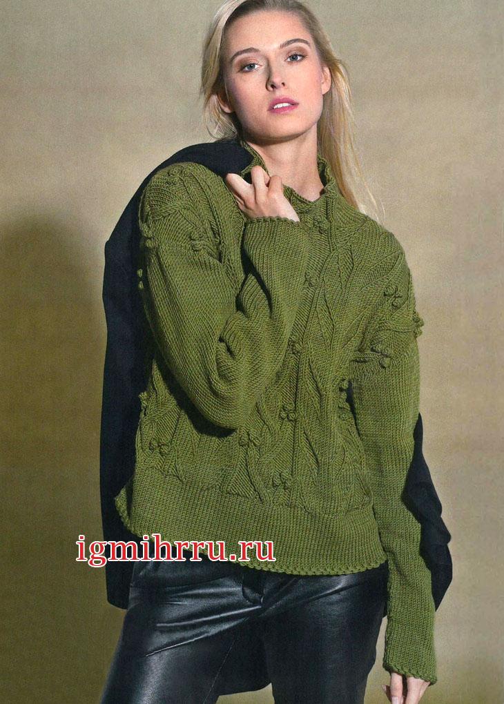 Оливковый шерстяной пуловер с арановыми узорами. Вязание спицами