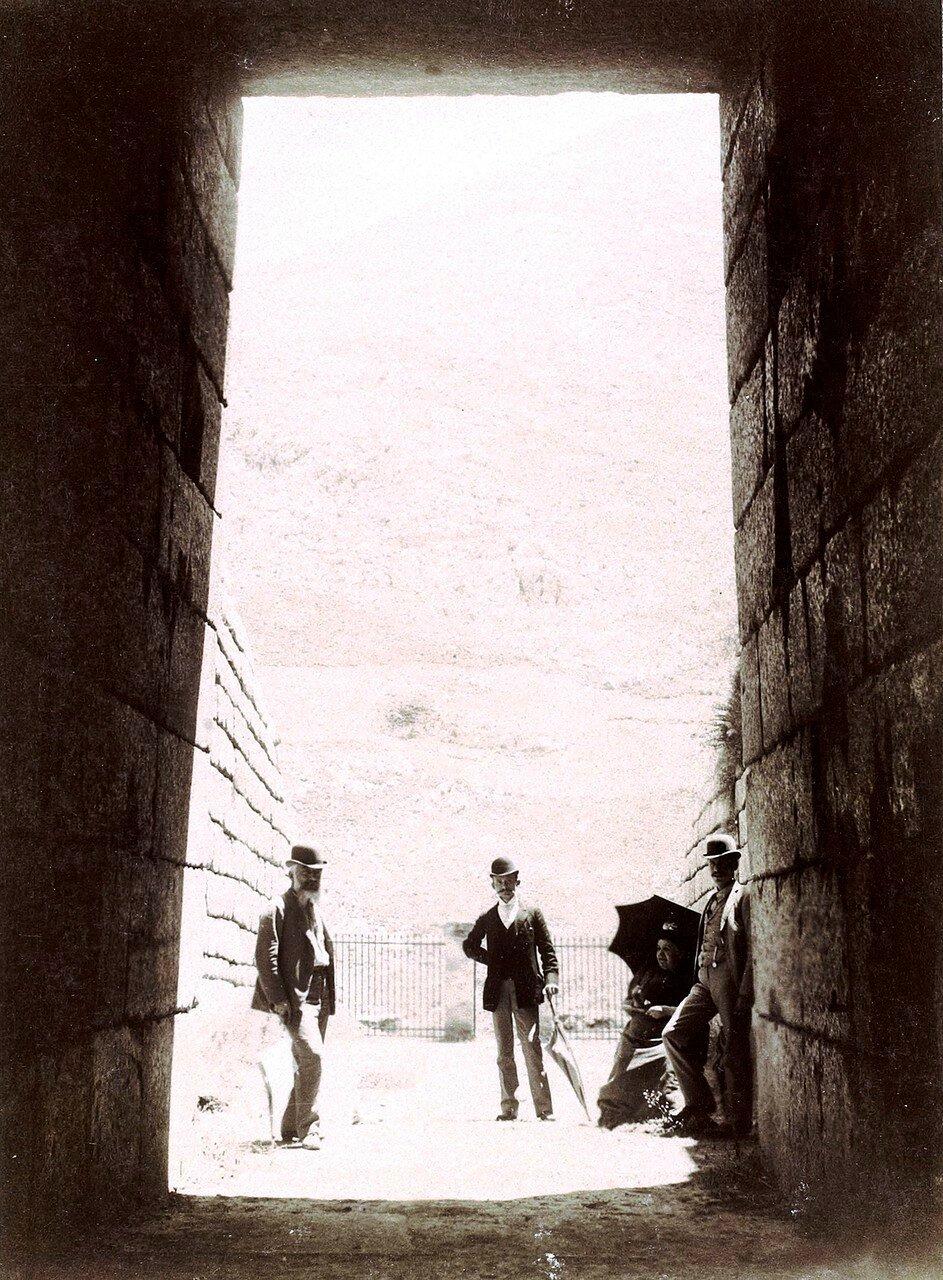 04. Микены. Вид из гробницы Агамемнона