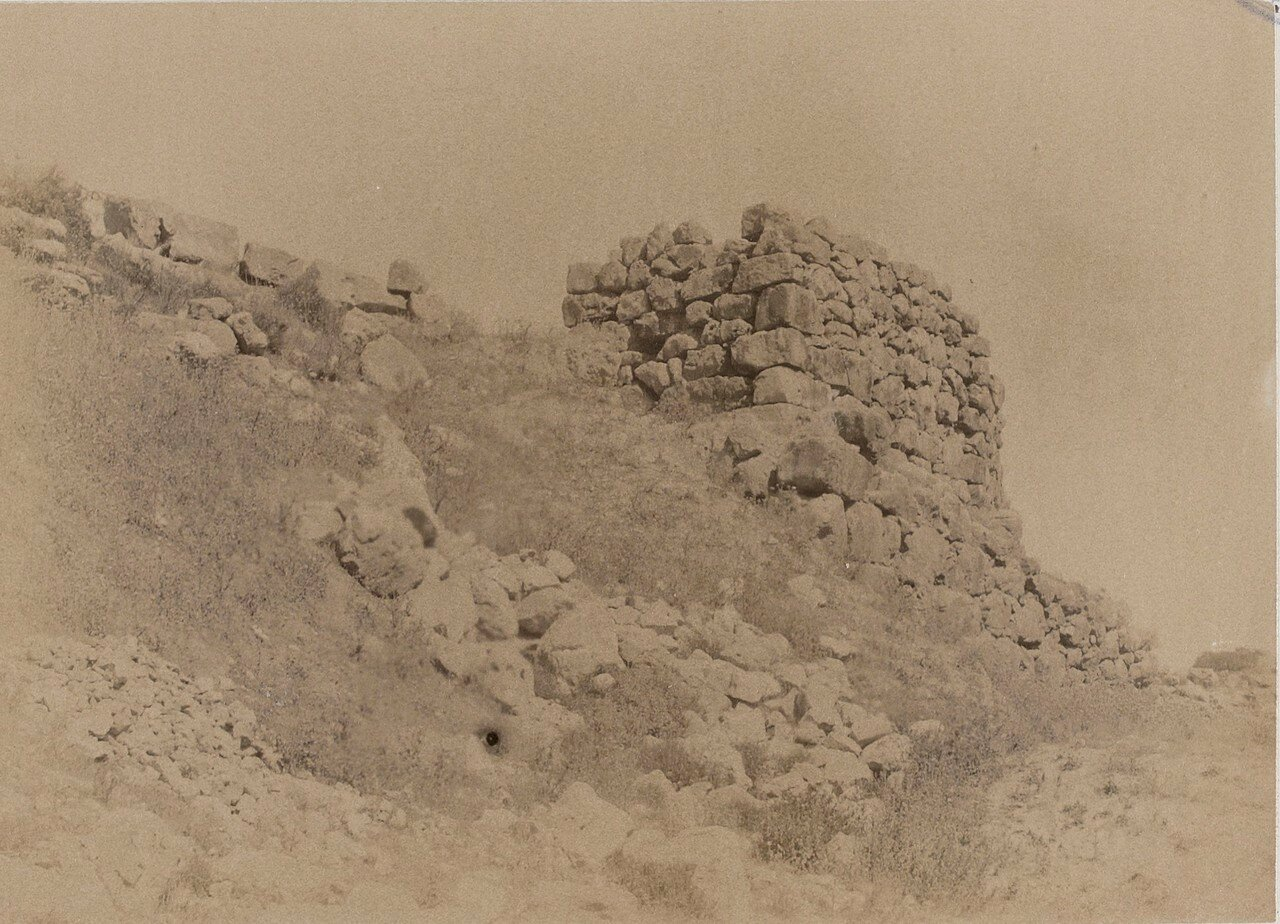 14. Тиринф. Развалины крепостных стен