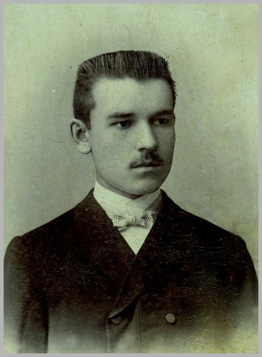 Аркадий Петрович Николаев, провизор (4.02.1889 – 2.02.1954) – муж Марии Степановны Легуш. 1908