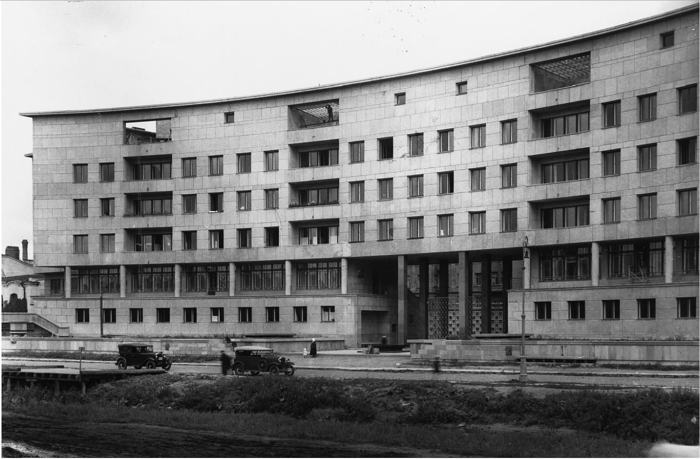 Жилой дом на Карповке. Общий вид. (1931-1935)