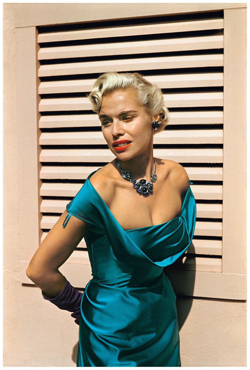 США. Калифорния. Женщина в бирюзовом платье, Лагуна-Бич. 1952