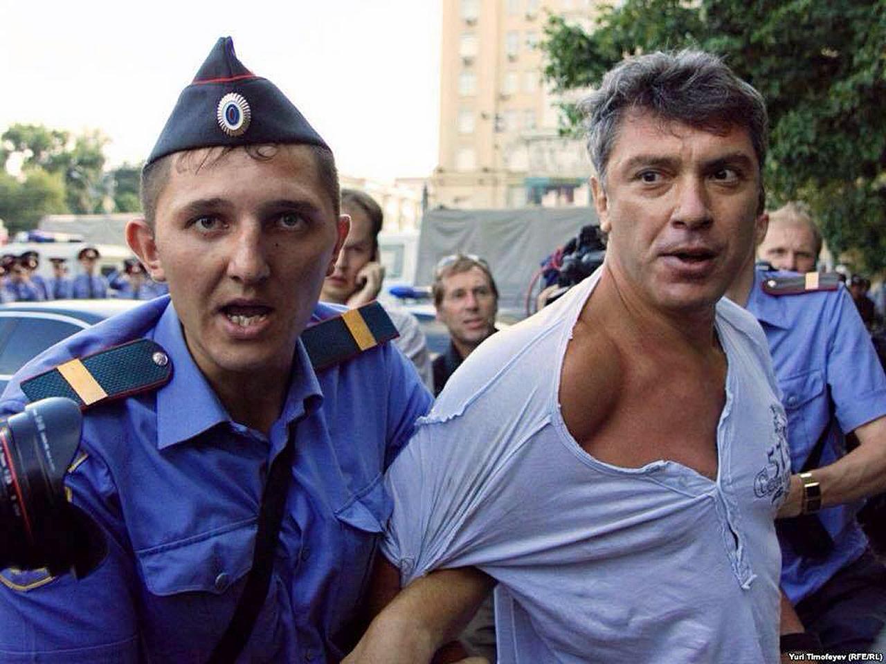 """31 июля 2010 года.Задержание Немцова.""""Стратегия-31"""" в поддержку 31-й статьи Конституции, гарантирующей свободу собраний."""