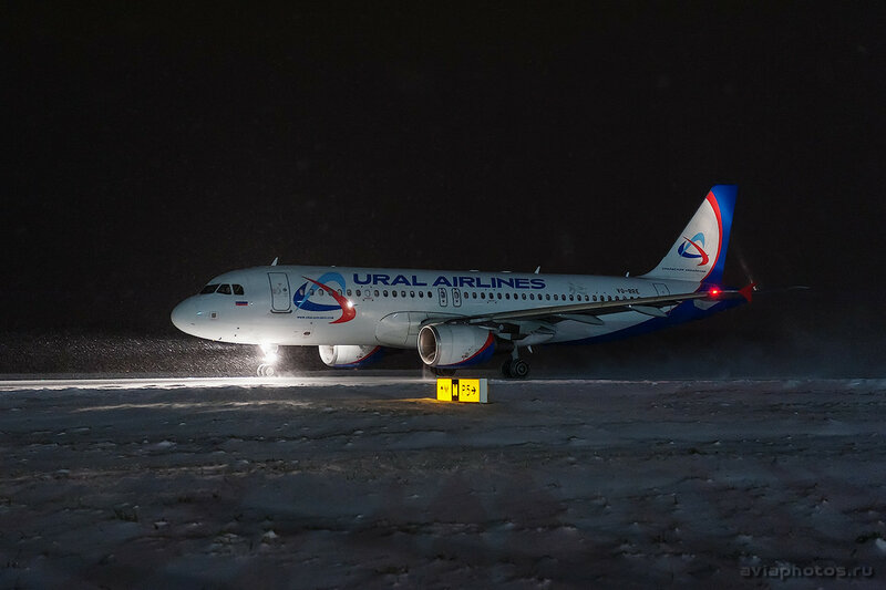 Airbus A320-214 (VQ-BRE) Уральские Авиалинии 078_D706636
