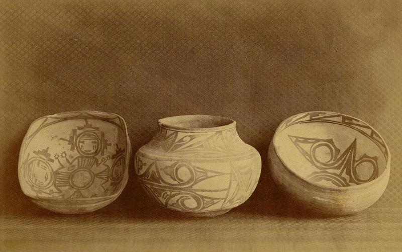 zuni-pottery-b.jpg