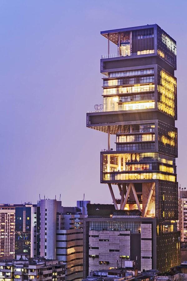Почему в 27-этажном небоскребе живет всего 6 человек