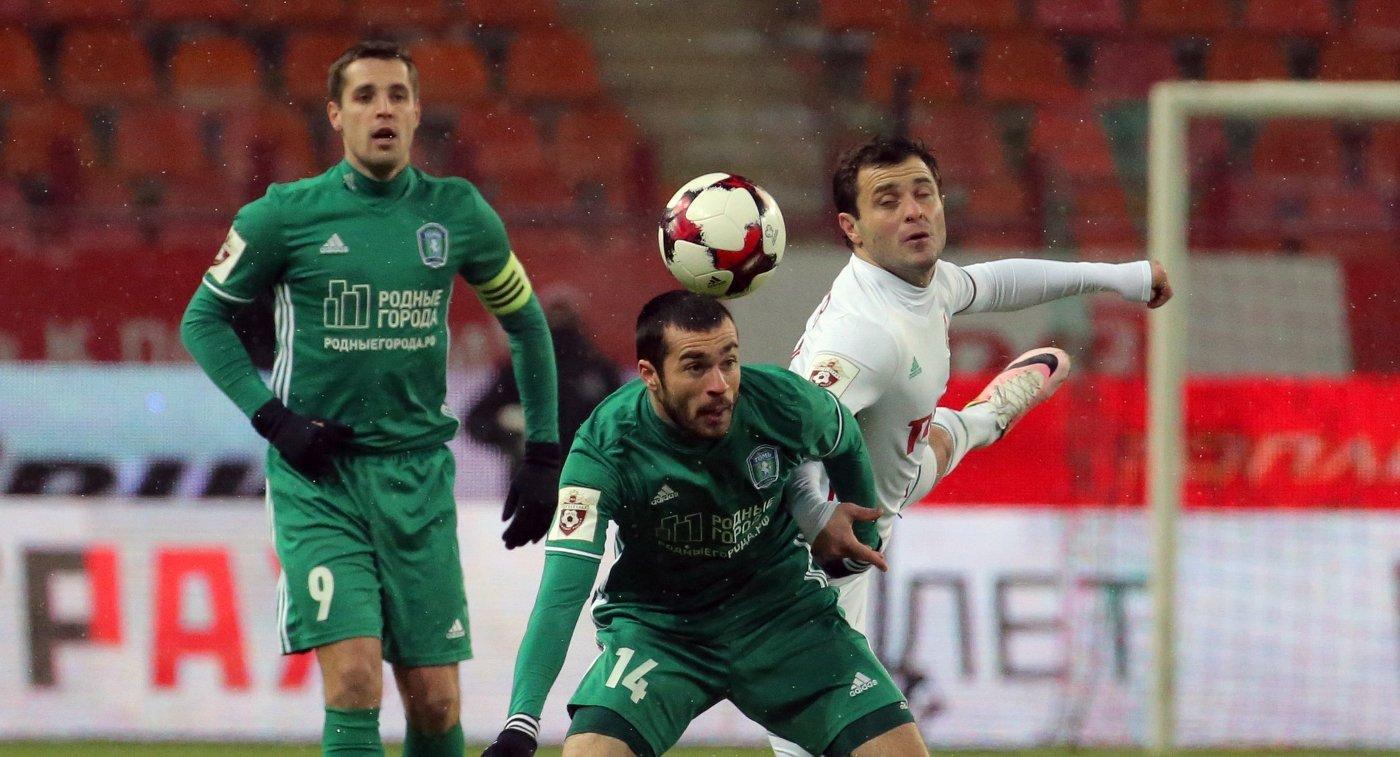 Игровой момент матча Томь- Локомотив